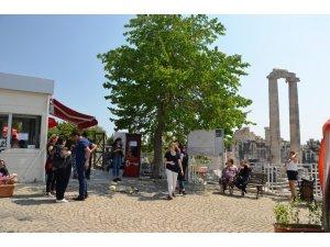 Apollon Tapınağı'na turist akını