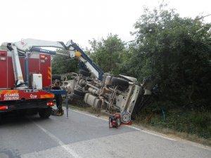 Tankerde sıkışan sürücü 4 saatte kurtarıldı