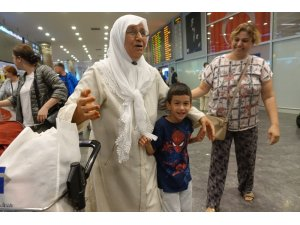 İlk hac kafilesi İstanbul'a döndü