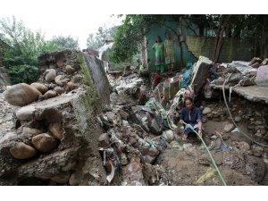 Muson yağmurları Güney Asya'da bin 200 cana mal oldu
