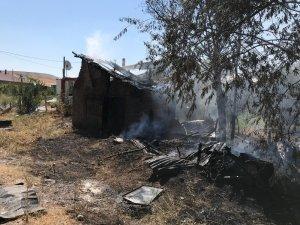 Temizlik yaparken evini yaktı