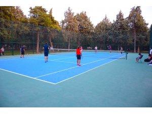 Torbalı'da ücretsiz tenis kursuna yoğun ilgi