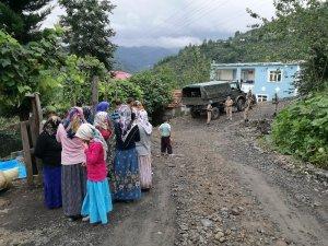 Heyelan sonucu evlerinden tahliye edilenlere devlet eli