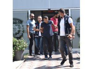 Antalya'da Suriyelileri gasp eden zanlılar yakalandı