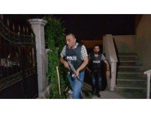 Silah sesleri polisi alarma geçirdi