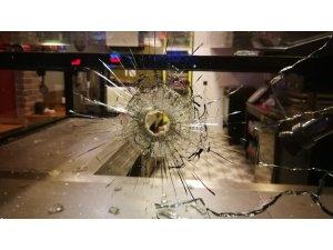 Börekçi dükkanı kurşunlandı, mahalleli panik oldu
