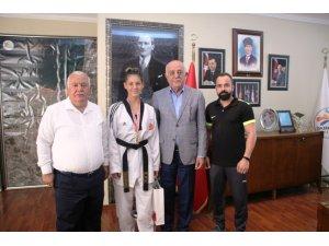 Başkan Seyfi Dingil Türkiye şampiyonu Azra'yı kutladı