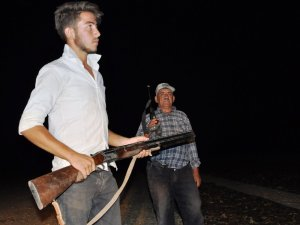 Çiftçinin tüfekli 'üzüm nöbeti'