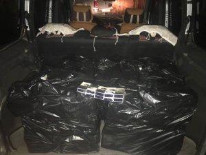 Van'da park halindeki kamyonette 2 bin 500 paket kaçak sigara ele geçirildi