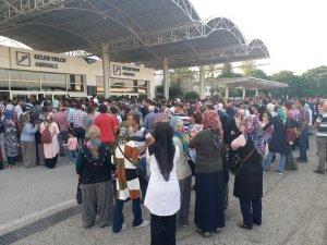 Antalya'da ilk hac kafilesini mahşeri kalabalık karşıladı