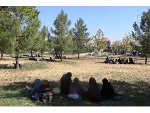 Göçmenleri İstanbul ve Ankara diye Diyarbakır'a getirdiler