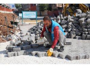 Haliliye'de parke taşı döşeme çalışması sürüyor