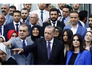 Cumhurbaşkanı Erdoğan, Adana teşkilatı ile fotoğraf çektirdi