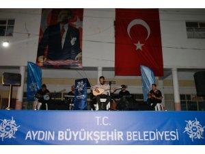 Büyükşehir Karacasu'da halk konseri verdi