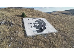 Dev Atatürk portresini şenlikle açtılar