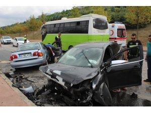 Kocaeli'de 2 otomobilin kafa kafaya çarpıştığı kazada ağır yaralanan genç öldü