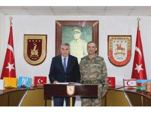 Başkan Toçoğlu Tugay Komutanı Acartürk'e başarılar diledi