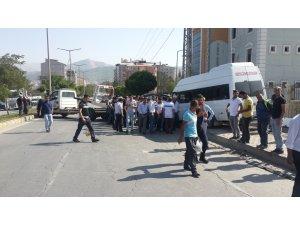 Yolcu minibüsü ile otomobil çarpıştı: 12 yaralı