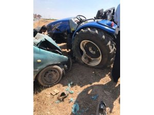 Otomobil ile traktör çarpıştı: 1 ölü, 4 yaralı