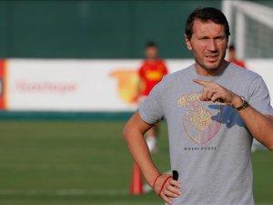 Göztepe'nin teknik direktörü Bektaş: Geçen hafta aldığımız galibiyet moral oldu