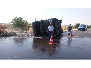 Kaza sonrası alev alan asfalt kamyonundaki yangın söndürüldü