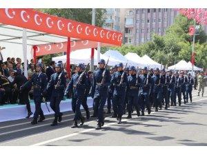Asker, Diyarbakır sokaklarını inletti