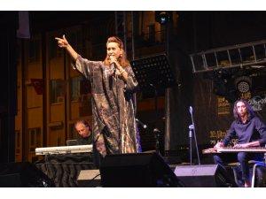 Azerin Ve Esat Kabaklı'dan Muhteşem Konser