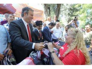 İzmir'in ilçelerinde zafer coşkusu