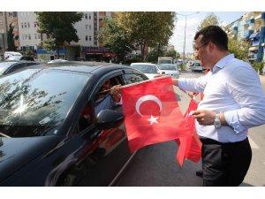 """Taşçı: """"Türk'ün bayramı, bayraksız kutlanmaz"""""""
