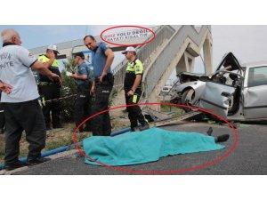 """""""Hız yolu değil, hayatı kısaltır"""" pankartı bulunan üst geçide çarpan otomobilde can verdi"""