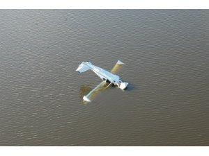 Pilot, mantar toplamaya uçağıyla gitti, uçağı göle düştü