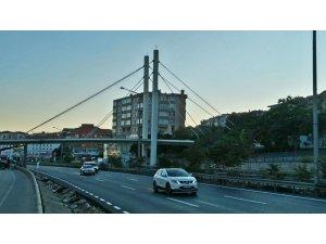 Bu köprü Gebze'nin iki yakasını birleştiriyor