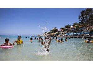 Tatilciler Mersin sahillerini doldurdu