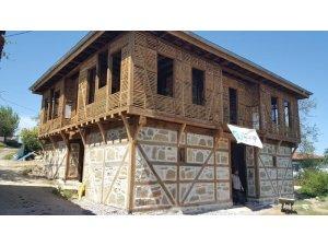 Marmara depreminin yıktığı 125 yaşındaki tarihi konak yeniden hayat buluyor