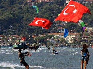 30 Ağustos'u denizde kutladılar