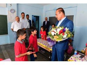 """Öğrencilerden Başkan Sözlü'ye """"Yılın Başkanı"""" ödülü"""