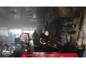 Erciş'te işyeri yangını maddi hasara neden oldu