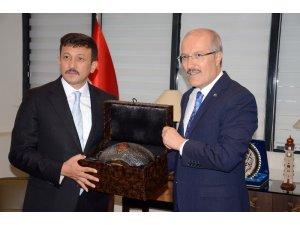 Hamza Dağ, İzmir'e Balıkesir Büyükşehir Belediyesi'ni örnek gösterdi