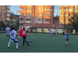 Isparta Valisi gazilerle futbol maçı yaptı