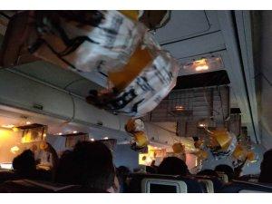 Hindistan'da uçakta alarm: 30 kişinin burnu ve kulakları kanadı