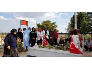 AK Partili kadınlar Afrin şehidinin ailesini ziyaret ettiler