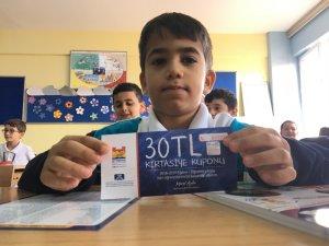 Zeytinburnu Belediyesinden 20 bin ilkokul öğrencisine kırtasiye çeki