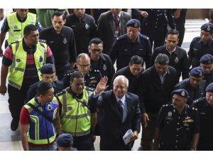 Eski Malezya Başbakanı Rezak mahkemeye çıktı
