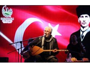 Saruhanlı'da Esat Kabaklı konseri