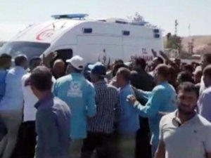 Traktörden düşerek ölen işçinin arkadaşları acil servis ekiplerine saldırdı