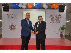 Başkan Can'a yılın il belediye başkan ödülü