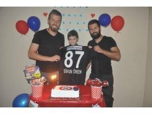 5 yaşındaki Ömer Kayra Ayyıldız'a tuttuğu takımdan doğum günü sürprizi