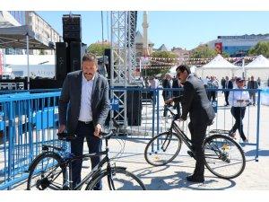 Belediye Başkanı Bahçeci, bisikleti ile ilgi odağı