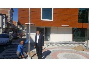 Ek hizmet binasına Türk bayrakları asılıyor