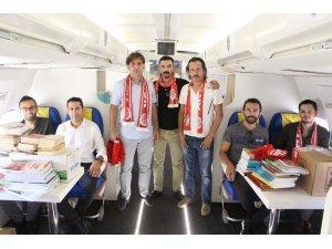 Büyük Antalyaspor Derneğinde Uçak Lisesi'ne koli koli kitap